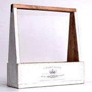 Biela-drevená-debnička-vyrobená-ručne-s-nápisom-CHAMPAGNE